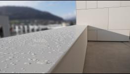 Vnější okenní parapety z taženého hliníku včetně příslušenství