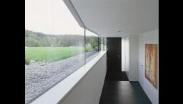 Dřevotřískové okenní parapety s dlouhou životností a snadnou údržbou