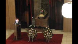 Rozloučení se zesnulým, kremace, uložení do země, s obřadem i bez obřadu
