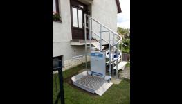 Nájezdové rampy a ližiny pro osoby na invalidním vozíku i matky s kočárkem