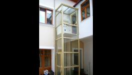 Plošiny pro imobilní osoby, snadná dostupnost do budov pro handicapované osoby