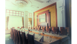Konferenční sál pro firemní semináře, školení - kongresové centrum a salonek pro 70 osob s technikou