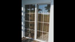 Kvalitní vertikální a hliníkové horizontální žaluzie s pevnou ocelovou konstrukcí