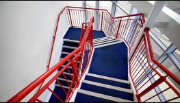 Zakázková kovovýroba zábradlí a žebříků, průmyslových konstrukcí od návrhu přes výrobu až po montáž