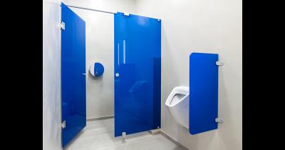 Skleněné skříňky, šatní skříně, WC kabiny