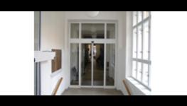 Automatické dveře, interiérové prosklené dveře a dveřní ovladače