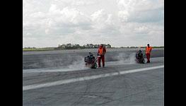 Profesionální vařiče zálivkových hmot k opravě trhlin a poškození na silnicích