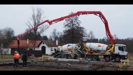 Kvalitní betonové rošty jako podlahy do stájí pro skot a prasata