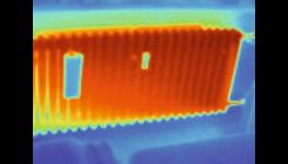 Přesné neovlivnitelné měření vody a měření tepla zohledňující prostupy tepla mezi byty