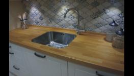 Zakázková výroba spárovek pro kvalitní nábytek, schodiště i kuchyně z lepených desek