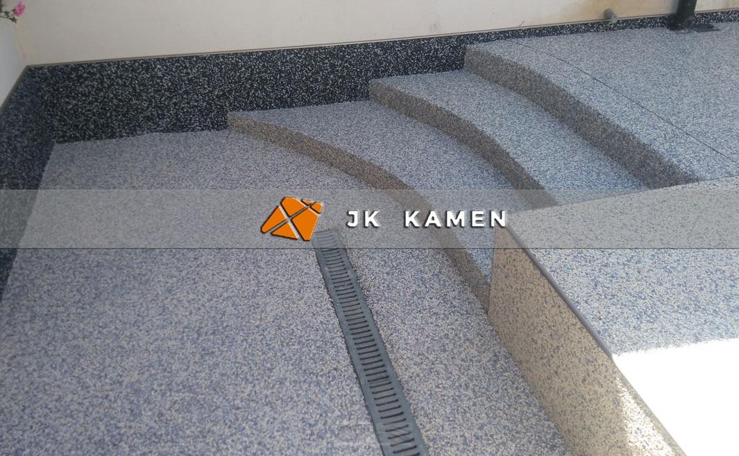 kamenný koberec na schodišti - Zlínský, Olomoucký kraj