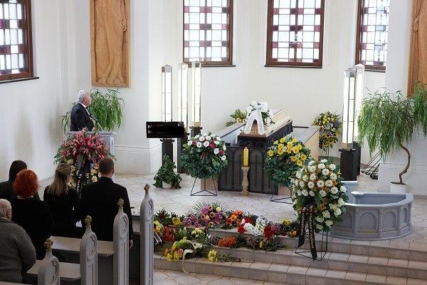 Kompletní služby s vypravením pohřbů a kremací
