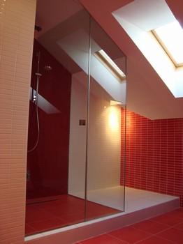 Interiérové sklo - příčky, skleněné dveře, obklady kuchyní ...