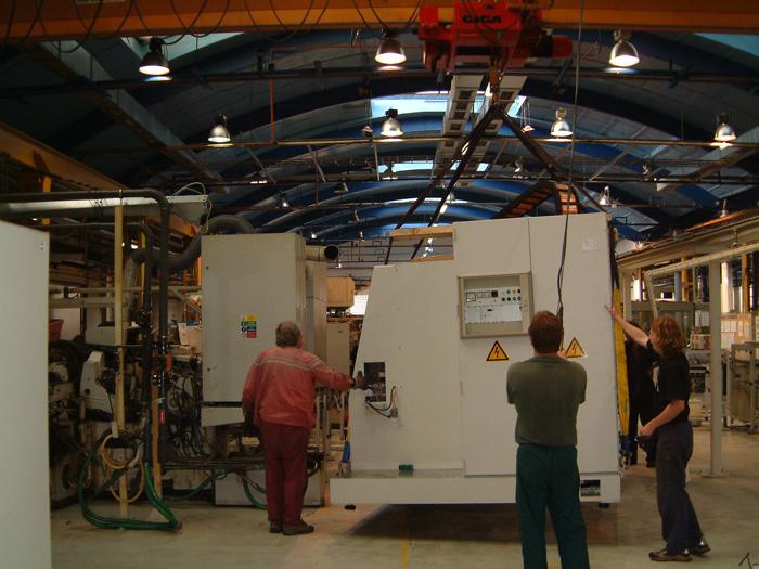 Spolehlivé stěhování nadměrných strojů a výrobních linek