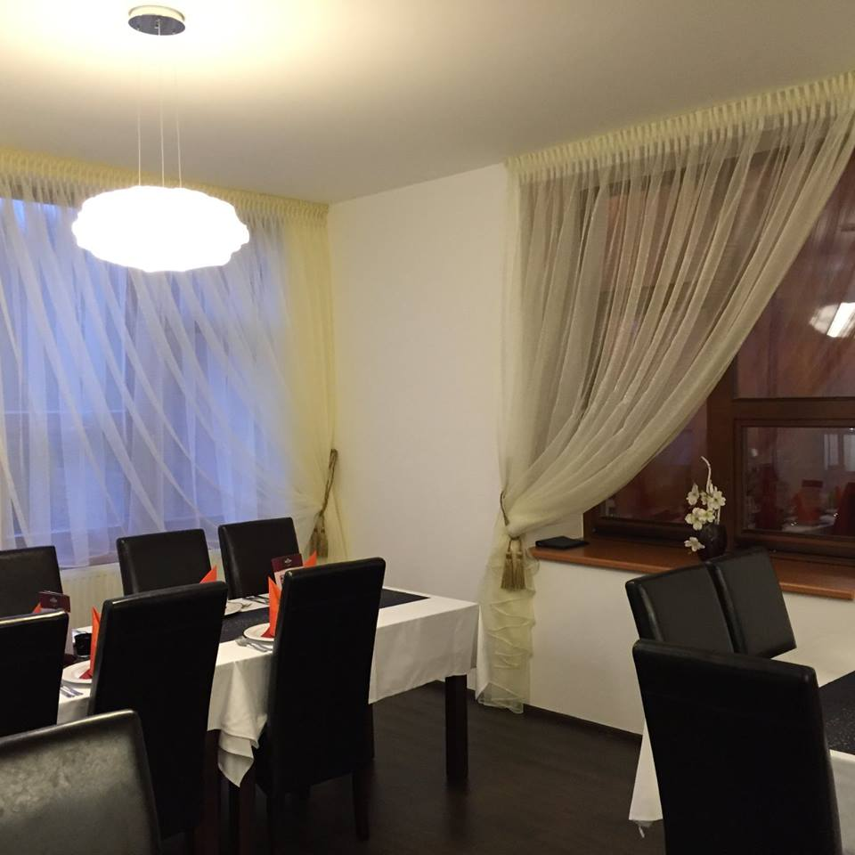 Návrhy, realizace, dekorace interiérů na zakázku - bytový textil, zastínění oken, žaluzie