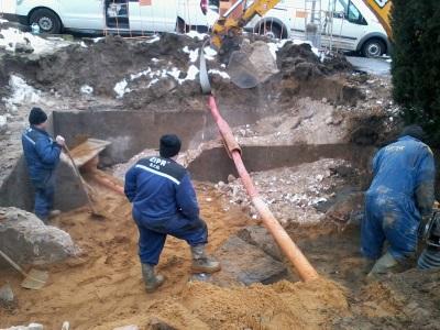 Oprava poruchy vodovodního potrubí v Kouřimi