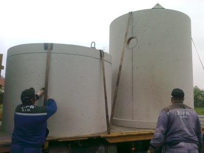 Příprava betonových jímek na usazení