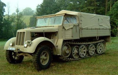 Autoplachty a sedačky na vojenská a historická vozidla z období 2. sv. války