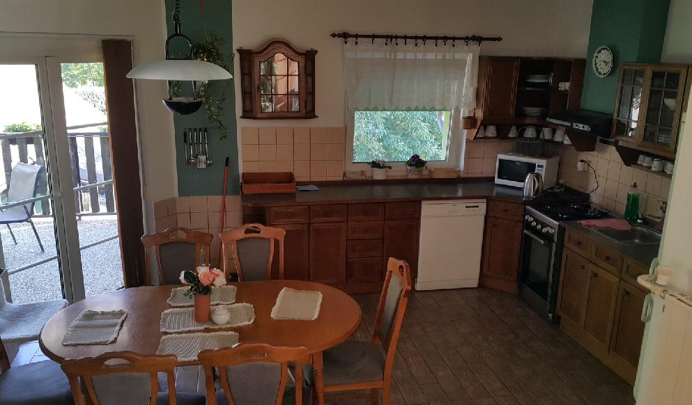 vybavená kuchyňka pro hosty penzionu
