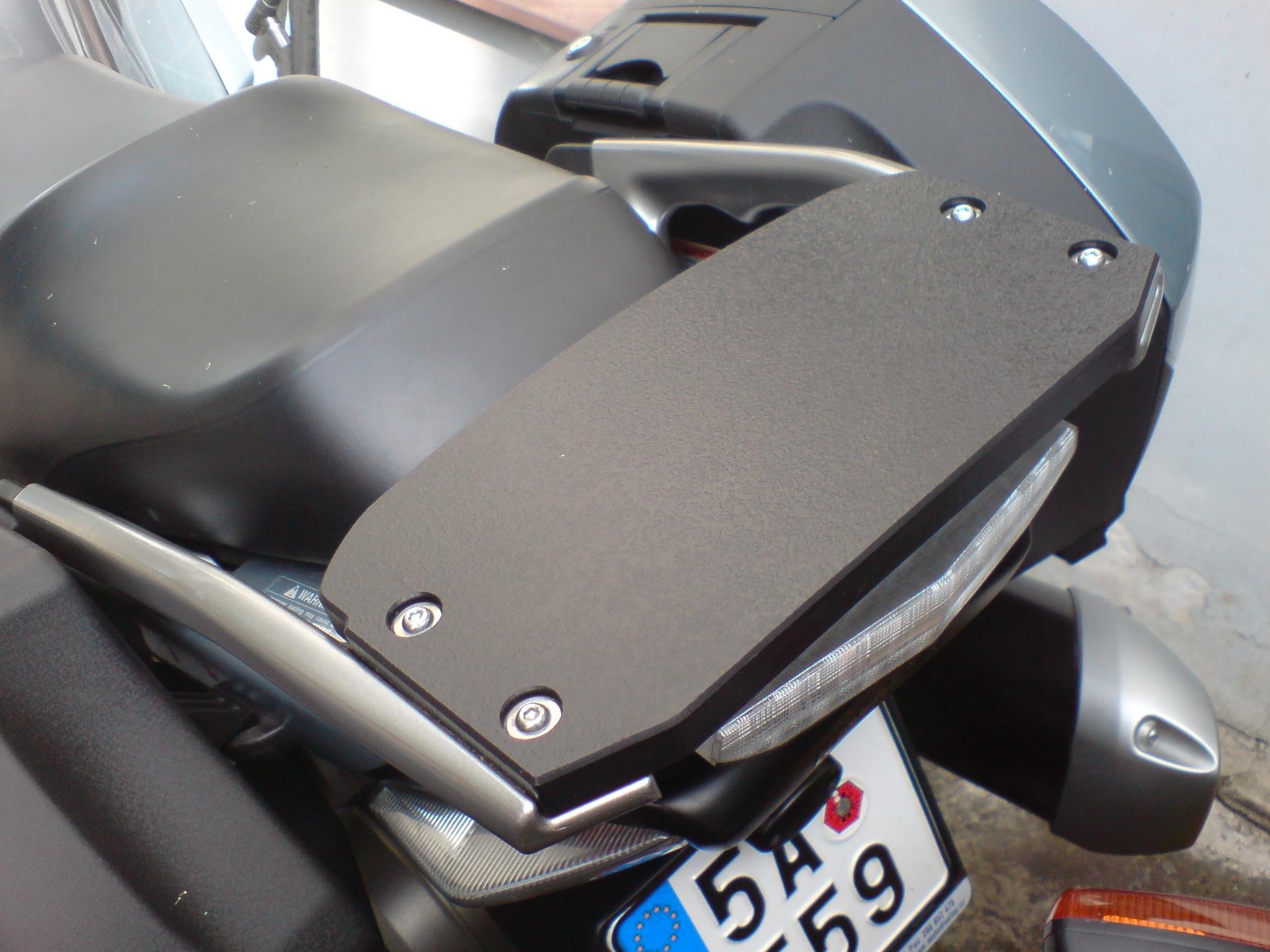 CNC obrábění plastů, hliníku, akrylátu, dřeva či gumy