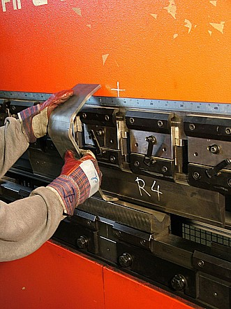 Zpracování plechu, strojní díly z plechů a profilů, strojírenská výroba