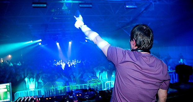 DVD videodiskotéka DJ Mirka Raise, umělecký program, laser show