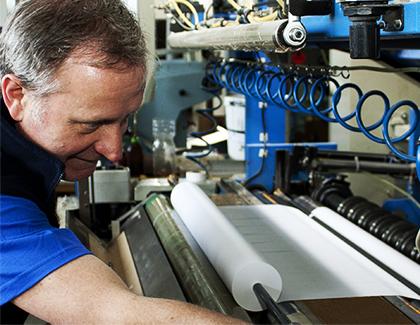 TECOM paper s.r.o. - výroba samolepících etiket z materiálu Tyvek