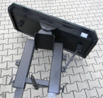 Sněhová radlice jako přídavné zařízení na vysokozdvižné vozíky