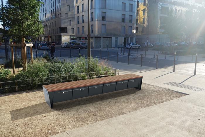 Chytré, parkové lavičky Eblocq - se zásuvkou na dobíjení elektrokol, s USB zásuvkou