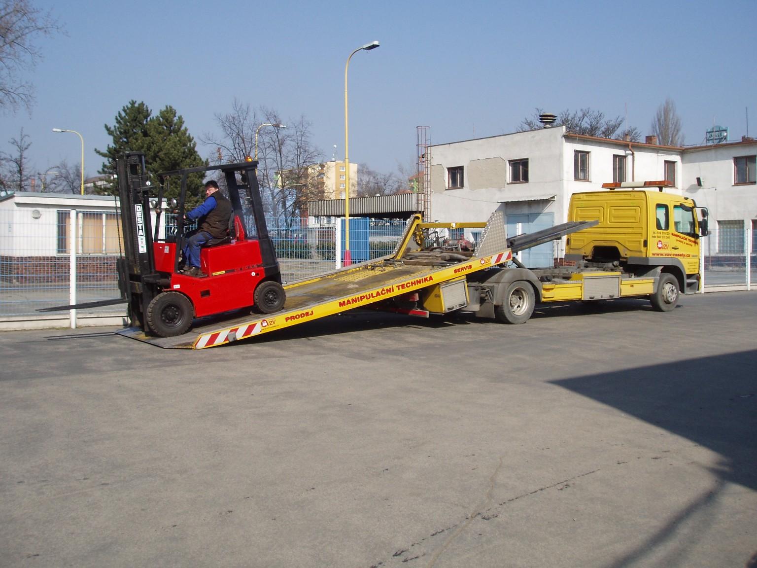 Odtahová služba pro vysokozdvižné vozíky, manipulační techniku a motorová vozidla