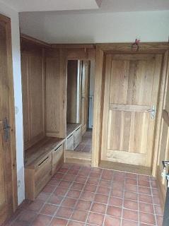 Zakázková výroba dřevěného nábytku na míru pro moderní stylovou kancelář Praha