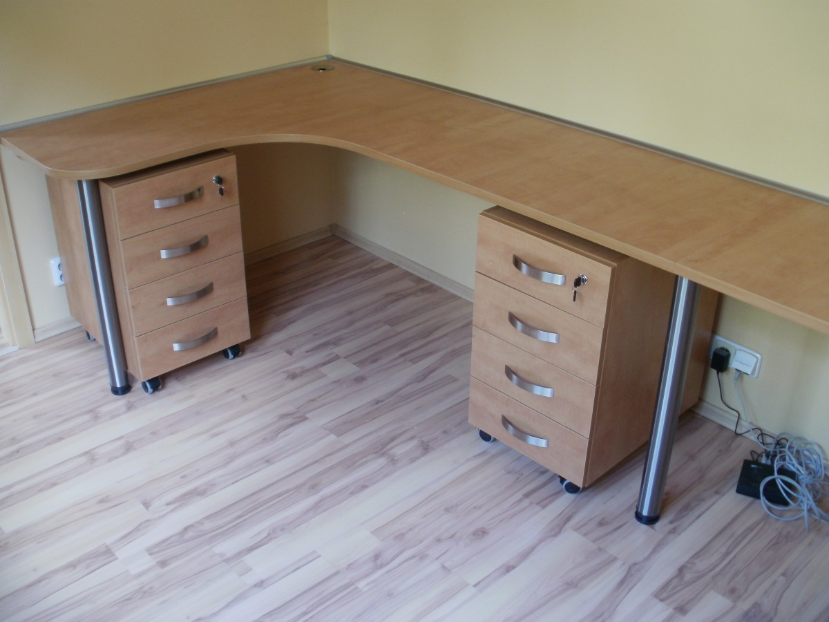 Zakázková výroba dřevěného nábytku stylovou kancelář Praha