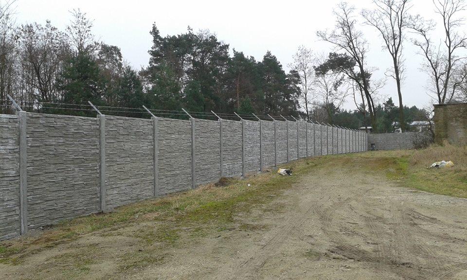Betonové ploty mnoha vzorů a nástřiků, montáž betonových plotů.