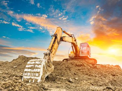 Zemní práce pro inženýrské sítě, výkopové práce, hloubení základů domů, okres Písek