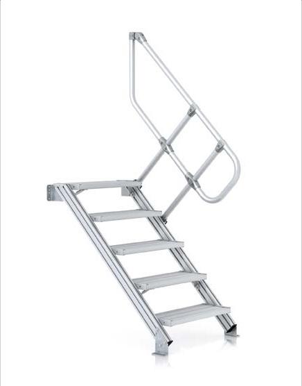 Průmyslové pojízdné schody pro snadnější přístup do budov nebo ke strojům