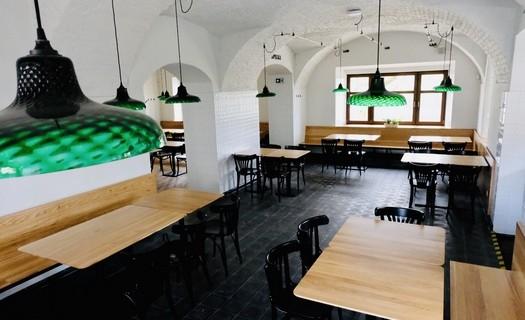 Restaurace s tankovým pivem v historickém stylu v Malém Rohozci