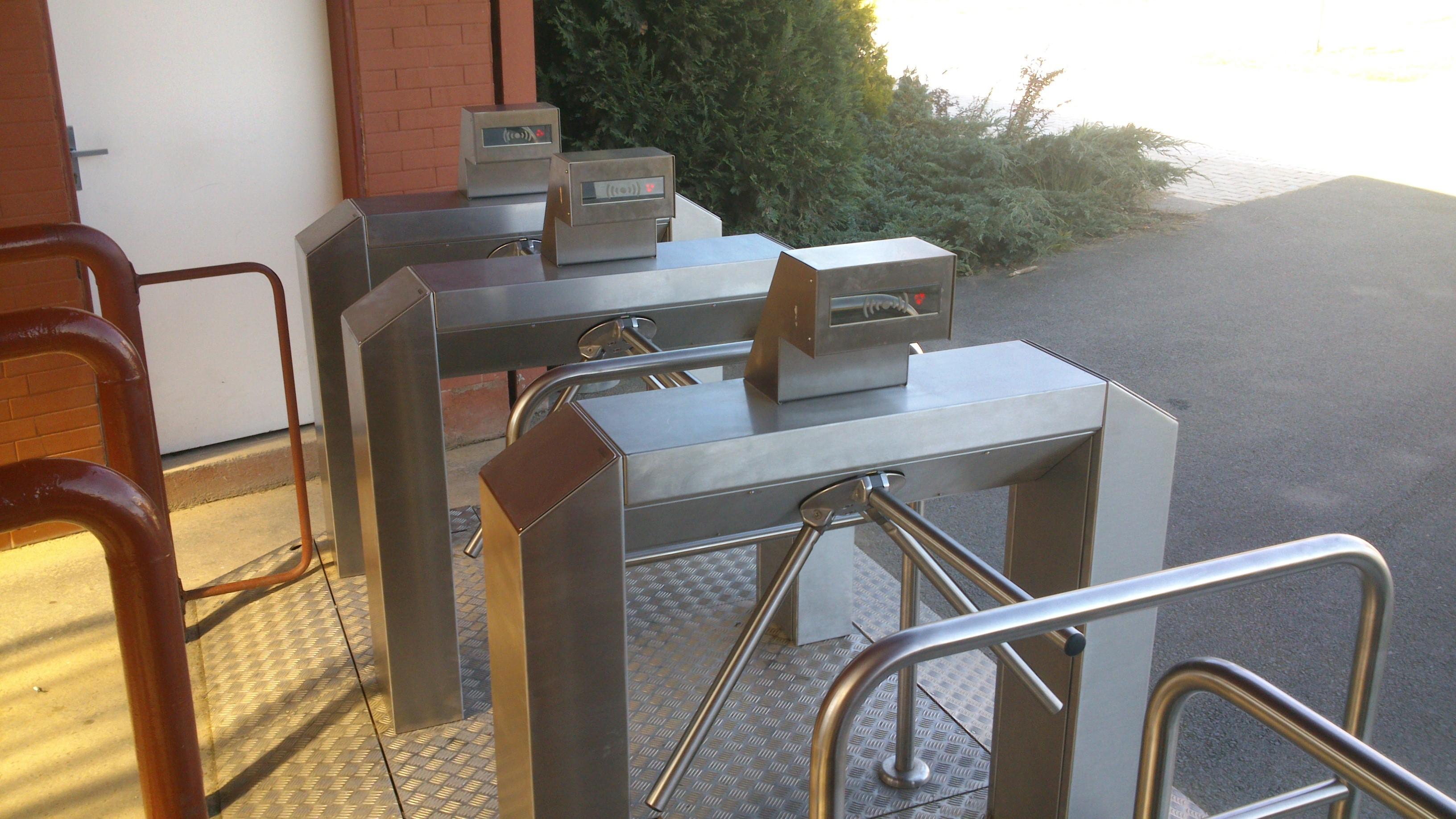 Identifikační a přístupové systémy Praha – přehled o pohybu osob v objektech