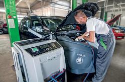 Kontrola množství motorového oleje a brzdové kapaliny Havířov, Karviná