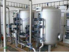 Nerezový tlakový filtr k úpravě pitné nebo technologické vody bez příměsi oleje