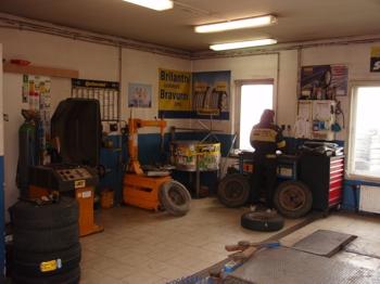 Kvalitní autoservis - montáž tažných zařízení, opravy hlav motorů a podvozků