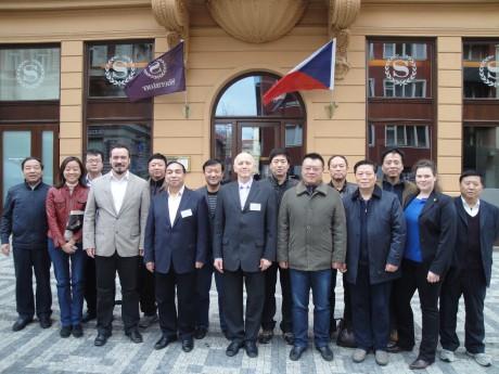 Profesionální tlumočník čínštiny poskytuje tlumočení v rámci celé ČR i v zahraničí