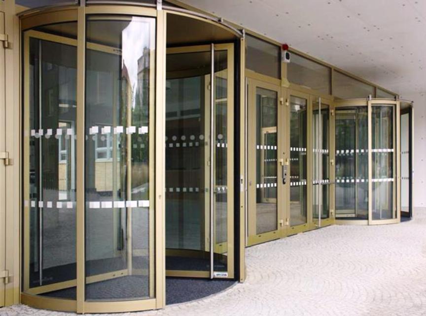 Karuselové / turniketové dveře do průmyslových i komerčních budov - výborné tepelně-izolační vlastnosti