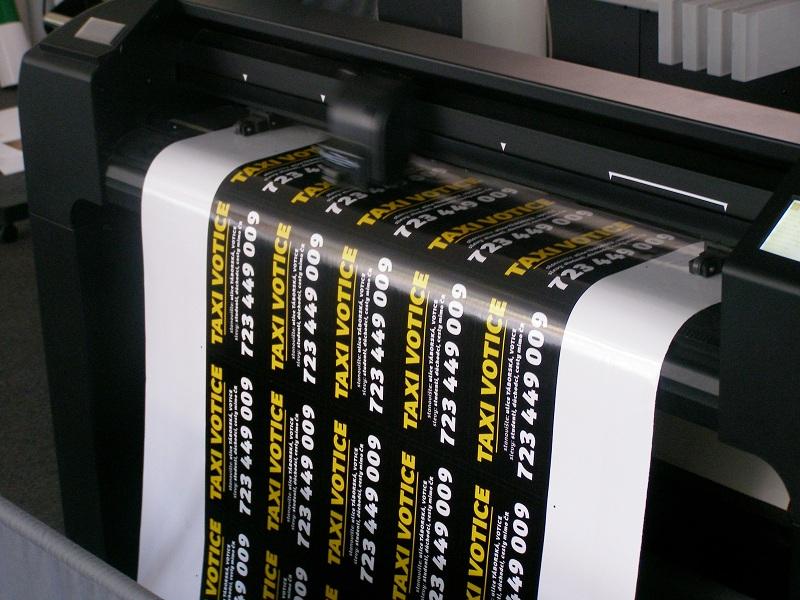 Řezaná fóliová reklama pro polep aut, výloh a reklamních tabulí