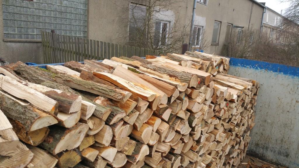 Prodej kvalitního palivového dřeva z měkkých i tvrdých dřevin