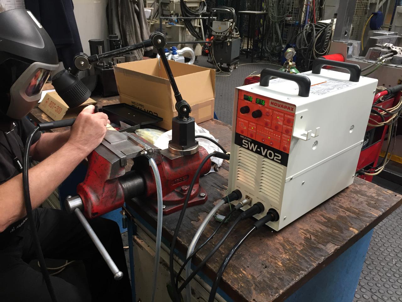 Inovovaná mikro-TIGová svářečka SW-V02 - odporové navařování Praha