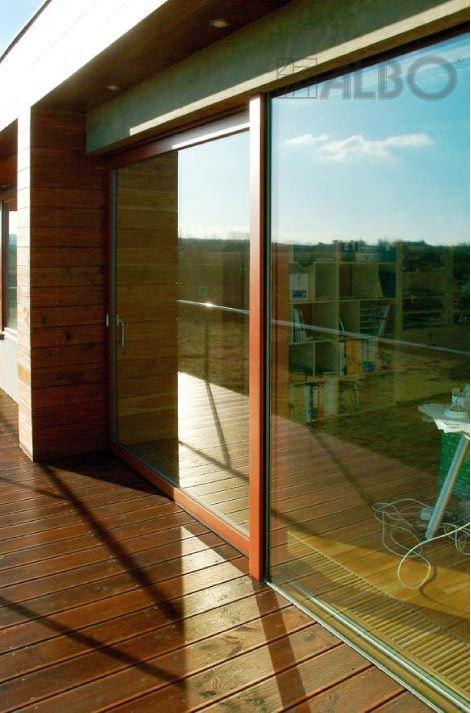 Kvalitní celosklené, bezrámové zasklení - dveře, okna
