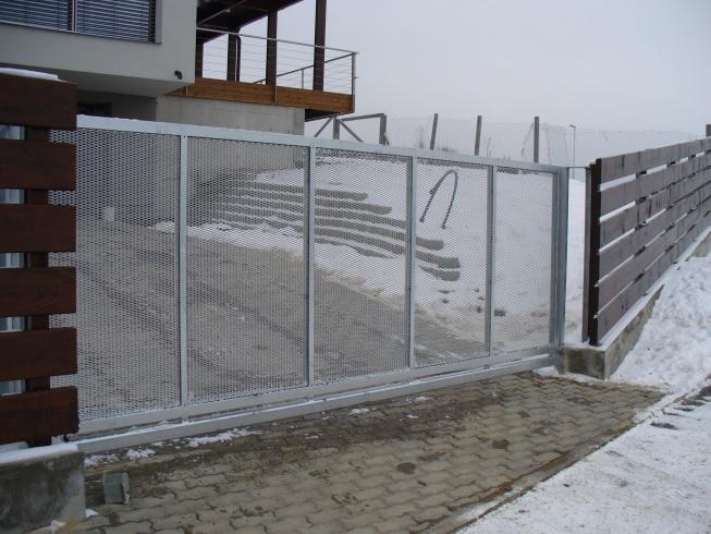 Výroba a montáž vjezdu, brána na zakázku Brno