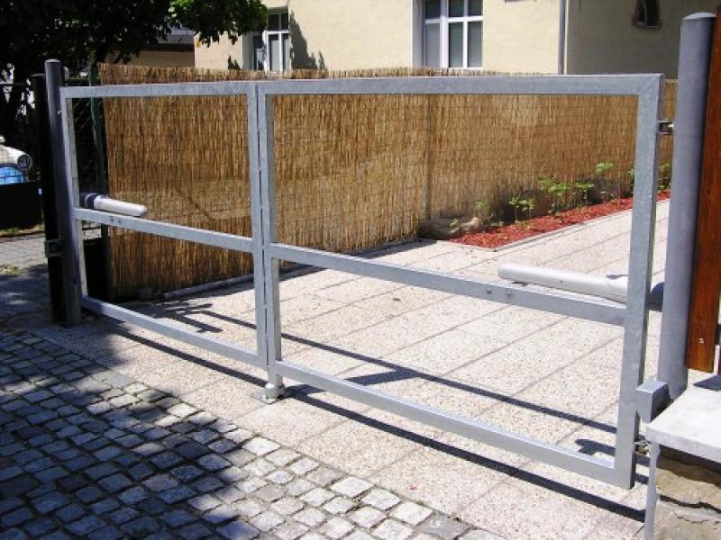 Posuvné a křídlové vjezdové brány na míru - prodej a montáž vjezdových brán s pohonem