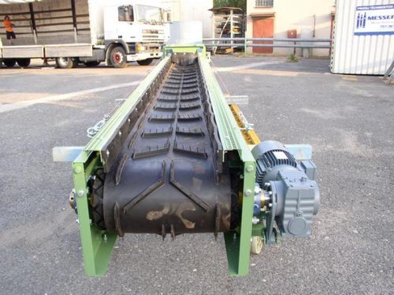 Těžké pásové dopravníky pro přepravu sypkého materiálu