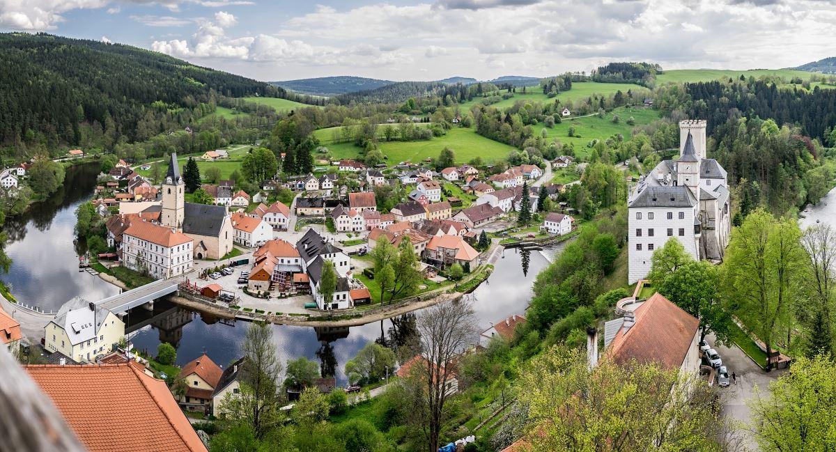 Romantické místo s historickými uličkami, hospůdkami a kavárnami